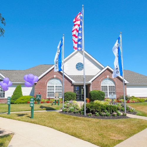 Huntington Pointe Apartments: Valley Stream Townhomes